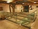 Nová podoba barokní sýpky citlivě kombinuje dřevo a sklo.