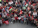 Dav v Paříži protestoval proti úsporným opatřením, která ohlásila vláda.