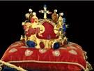 �esk� korunova�n� klenoty: svatov�clavsk� koruna z doby Karla IV., kter�...