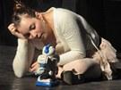 Romance lehké perverze odhaluje v divadelním prostředí to, co zatím zůstavalo