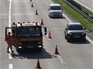 Pracovníci pokračují ve změně dopravního značení směrem k osm kilometrů