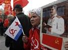 Komunističtí příznivci na prvomájové demonstraci v Moskvě