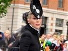 Daphne Guinness v Londýně na memoriálu módního návrháře Alexandera McQueena
