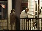 Vyšetřovatelé z FBI u domu v Clevelandu, odkud policie osvobodila v pondělí 6.