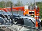 Auto v Ostravě dostalo smyk, několikrát se převrátilo a zůstalo nabodnuté na
