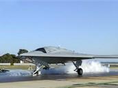 X-47B je připraven ke startu pomocí parního katapultu na základně  Patuxent...