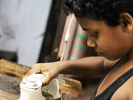 Dětská práce v Bangladéši zakázána. Realita je jiná. Aby rodiny přežily, musí