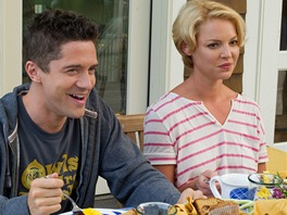 Topher Grace, Katherine Heiglov� ve filmu Velk� svatba