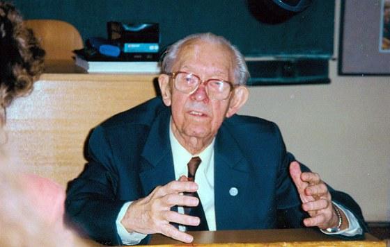 Prof. MUDr. Josef Švejcar, DrSc., (20. května 1897 Praha - 30. ledna 1997