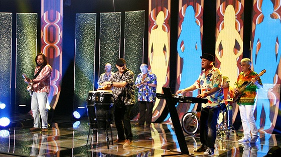 Skupina Yo Yo Band v po�adu Kufr