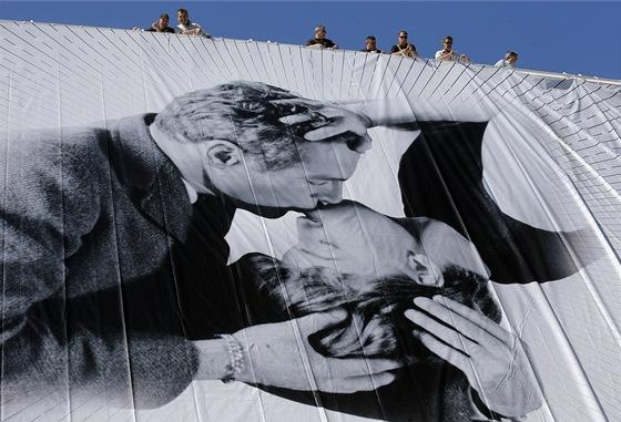 66. ročník filmového festivalu v Cannes na oficiálním plakátu, tedy plachtě