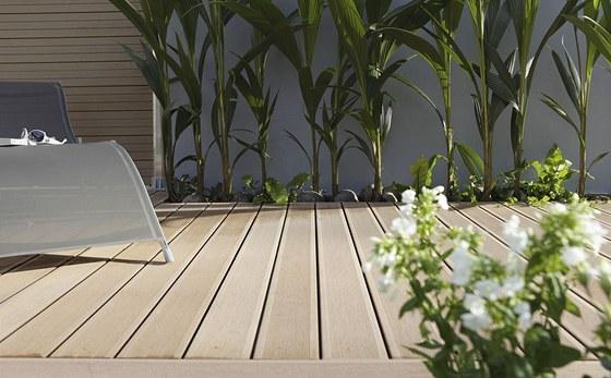 Terasám z woodplasticu nevadí UV záření ani voda.