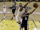 Tony Parker ze San Antonia se pokou zakonit, Jarrett Jack z Golden State je