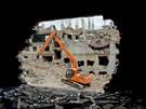 Trosky zřícené budovy v Dháce (9. května 2013)