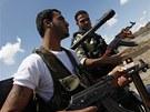 Syrští povstalci ve městě Rakká (10. května 2013)