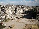 Pohled na rozbombardované ulice syrského města Homs (10. května 2013)