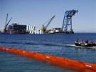 Vypro��ov�n� ztroskotan� lodi Costa Concordia u ostrova Giglio (14. kv�tna 2013)