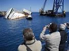 Ze ztroskotané lodi se stala atrakce pro turisty.