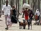 Lid� v Banglad�i prchaj� p�ed cyklonem do bezpe��.