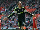 DLOUHNV SMV. Peter Crouch, tonk Stoke, ped chvl pekonal branke