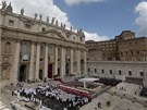 Papež František v neděli na Svatopetrském náměstí ve Vatikánu vedl obřad, při