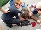 Podle mluvčího policie Garryho Flota byla většina lidí zraněna jen lehce.