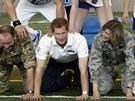 Princ Harry během návštěvy USA navštívil akademii vojenského letectva, kde se