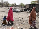 Po st�etech mezi islamistick�mi ozbrojenci a nigerijskou arm�dou z�st�vaj�