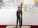 AVIATIK S VRTULÍ BLÉRIOTU. Bronzová figura Jana Kašpara v nadživotní velikosti....