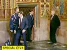 Prezident Milo� Zeman p�i p��chodu do Svatov�clavsk� kaple zavr�voral tak, �e...