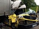 Dodávku mezi sebe zaklínily dva kamiony. Všichni čtyři zranění jeli v ní.