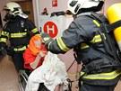 """Podle vyšetřovatele hasiči evakuovali vesměs nemohoucí penzisty. """"Byli"""