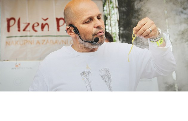 Na Apetit festival v Plzni dorazilo nkolik tis&#237;c n&#225;vtvn&#237;k (18. kvtna 2013).