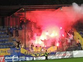 Pyrotechniku v domácím zápase proti Mostu použili také fanoušci Zlína.