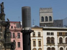Detail jedné z kritizovaných lamp na olomouckém Horním náměstí.