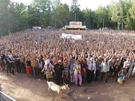 """Skupinov� foto trutnovsk�ho """"festivalov�ho kmene"""" v roce 2012"""