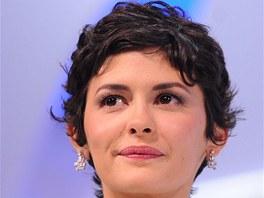 Francouzská herečka Audrey Tautou doplnila svou róbu na filmovém festivalu v