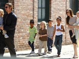 Brad Pitt, Angelina Jolie a jejich d�ti