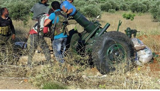 D�lo syrsk�ch povstalc� nasazen� v boj�ch o m�sto Kusajr (20. kv�tna 2013)