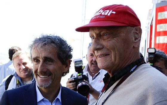 DVĚ LEGENDY. Alain Prost (vlevo) a Niki Lauda sledují Velkou cenu Monaka.