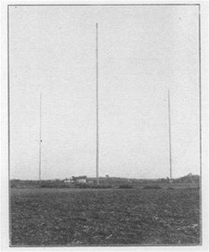 Anténní stožáry vysílačky italského námořnictva San Paolo.