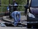 Forenzní specialisté ohledávají místo činu ve Woolwichi (22. května)