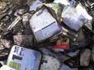 Na místě požáru zůstaly ohořelé učebnice.