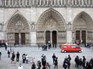 V pařížské katedrále Notre-Dame se zastřelil francouzský historik a spisovatel