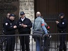 78letý Venner spáchal sebevraždu přímo před hlavním katedrálním oltářem (21.