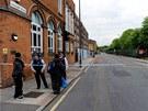 BBC s odvoláním na vládní zdroje uvedla, že útočníci provolávali arabsky Alláhu