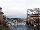 Na severozápadě USA u Mount Vernon se zřítila část čtyřproudého dálničního...