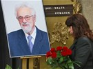 Poslední rozloučení s politikem a prognostikem Valtrem Komárkem v pražských
