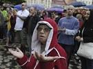Lid� v Duchcov� se se�li na demonstraci (29. kv�tna 2013).