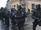 Policejní těžkooděnci v Duchcově zabránili účastníkům demonstrace v pochodu k